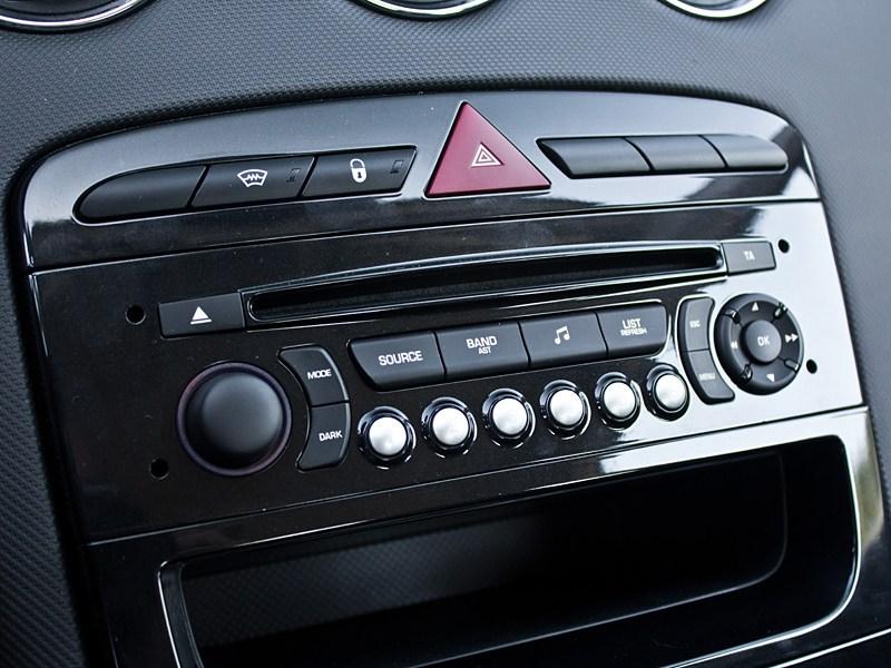 Peugeot 408 2010 магнитола