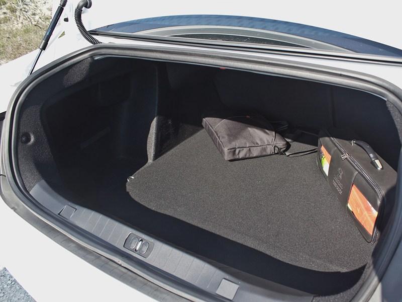 Peugeot 408 2010 багажное отделение