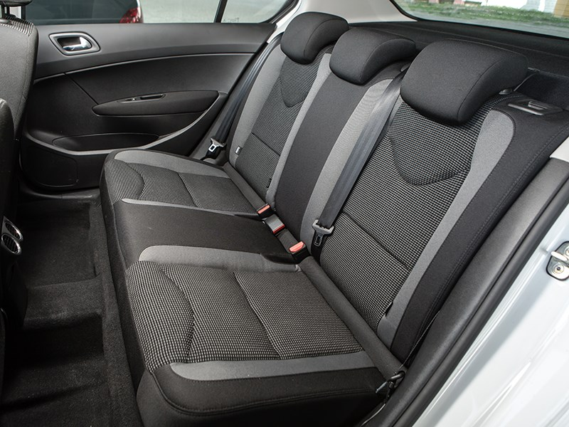 Peugeot 408 2011 задний диван