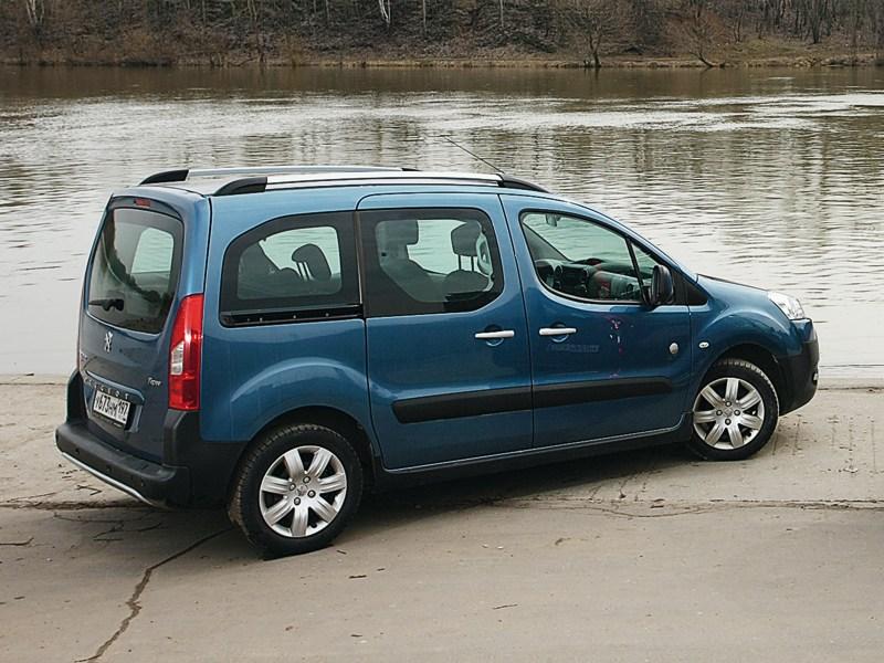 Peugeot Partner Tepee вид сбоку