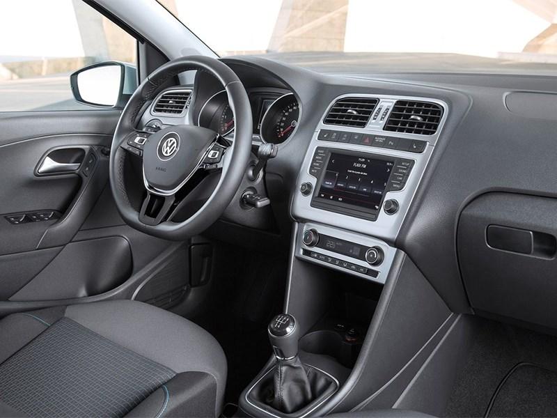 Volkswagen Polo 2013 водительское место фото 2
