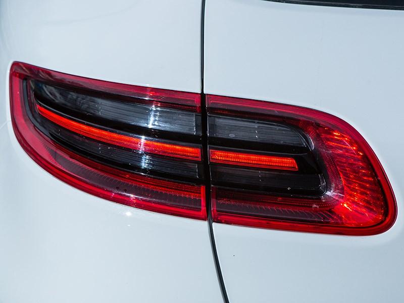 Porsche Macan 2014 задний фонарь