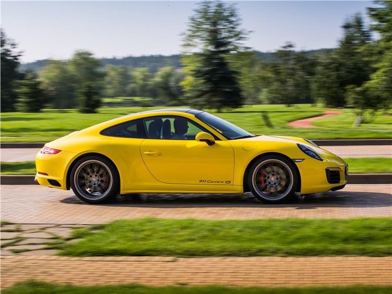 Porsche 911 Carrera 4S вид сбоку