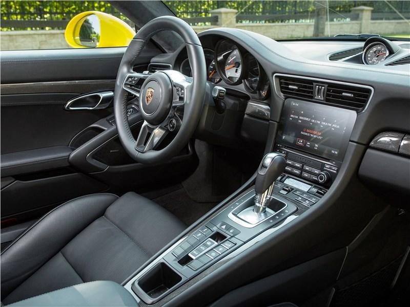 Porsche 911 Carrera 4S салон