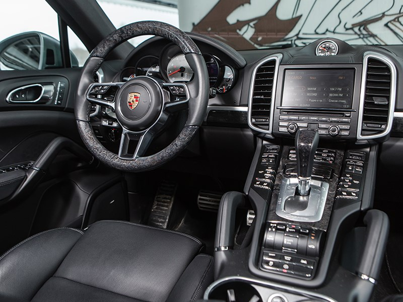 Porsche Cayenne S 2015 водительское место