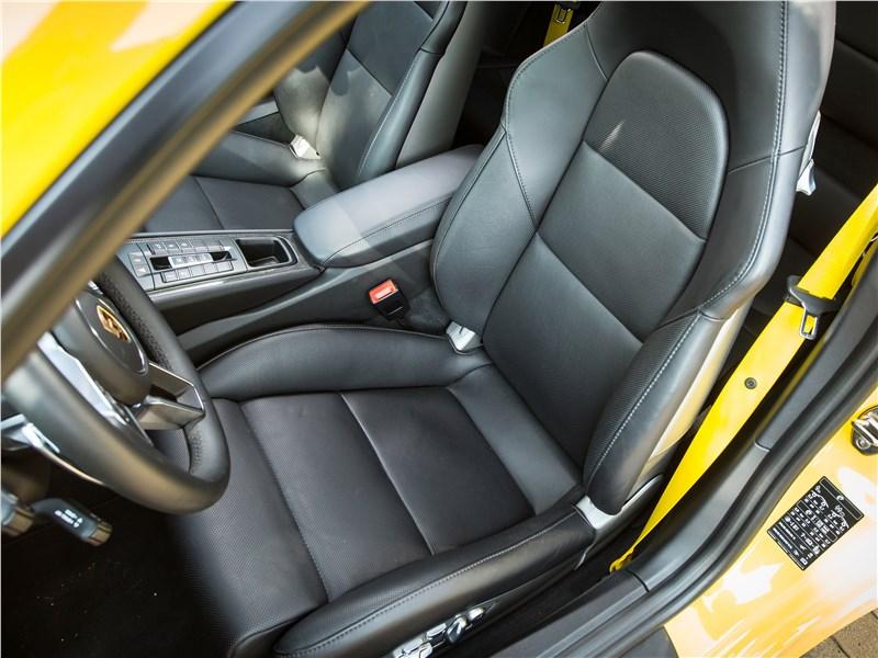 Porsche 911 Carrera 4S кресла