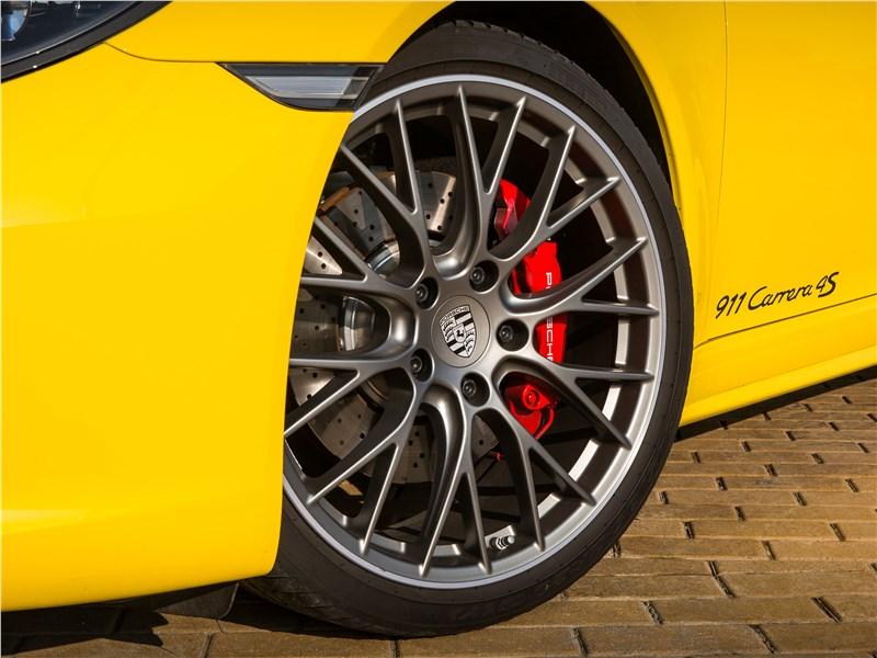 Porsche 911 Carrera 4S колесо