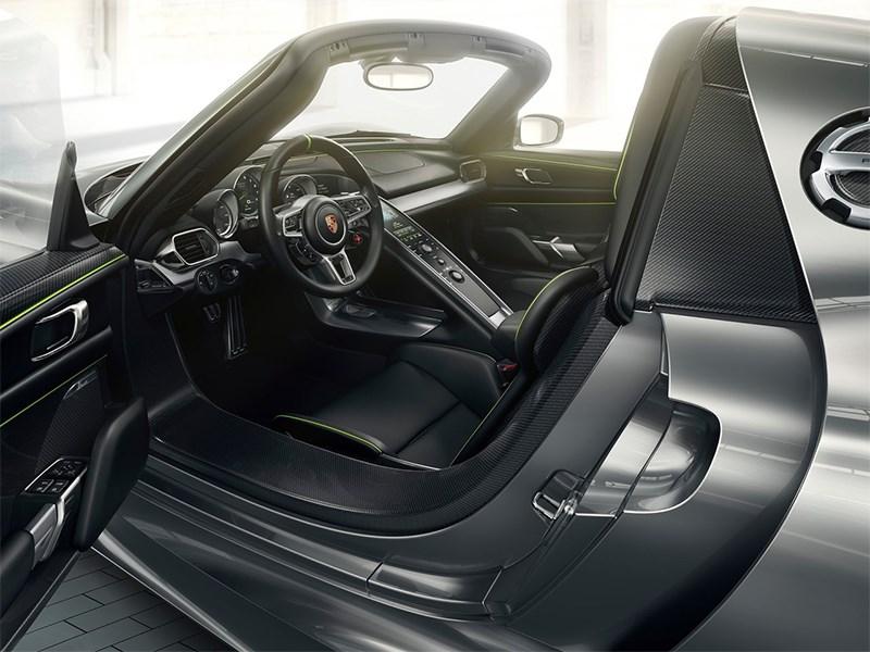 Porsche 918 spyder 2012 водительское место