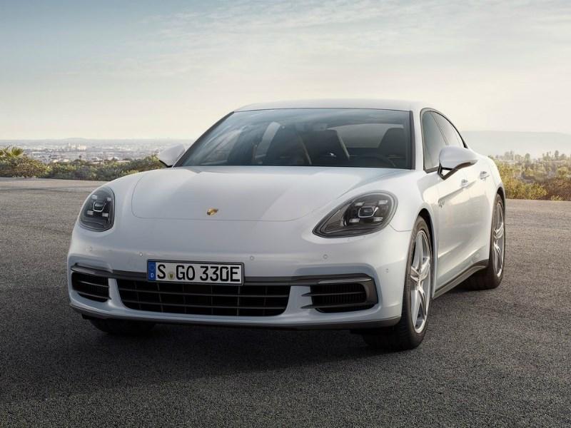 Porsche привезет в Женеву «заряженный» гибрид Panamera