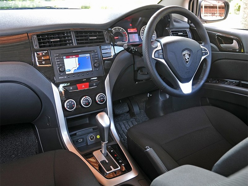Proton Suprima S 2013 водительское место