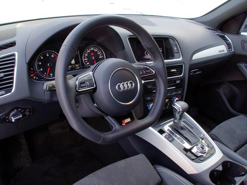 Audi Q5 2012 водительское место