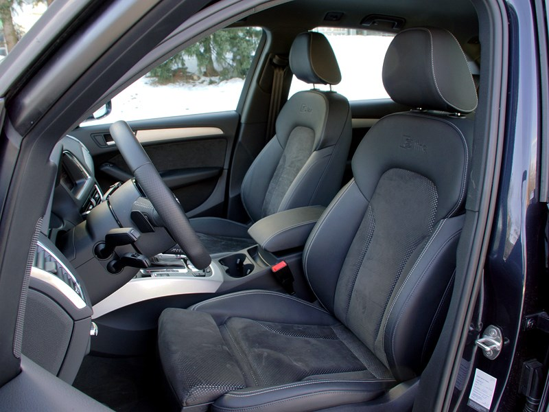 Audi Q5 2012 передние кресла