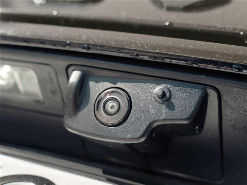 Land Rover Range Rover Velar (2021) камера заднего вида