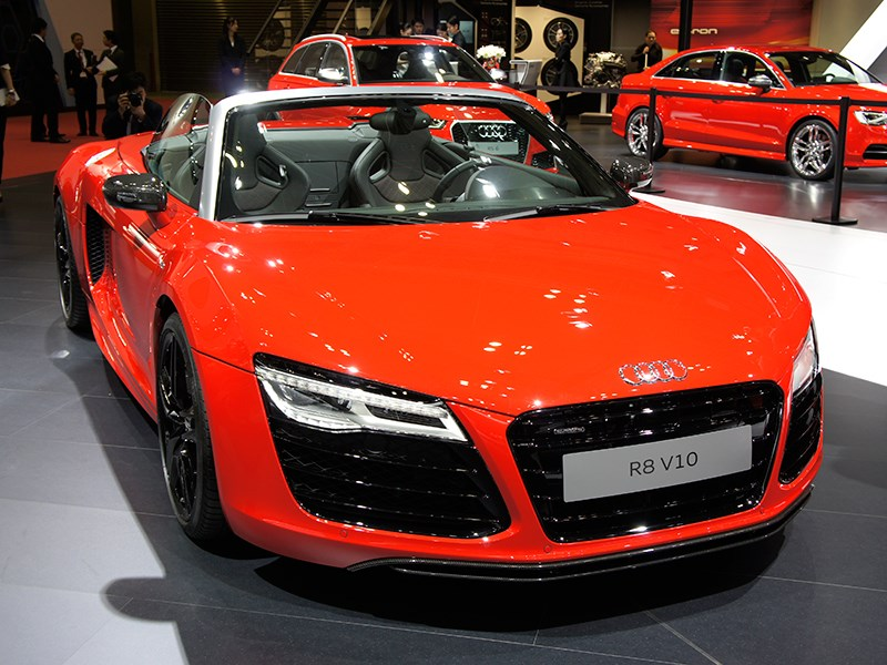 Audi R8 V10 2013 вид спереди