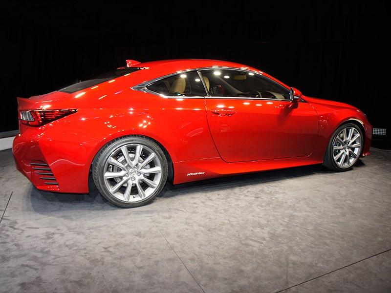 Lexus RC концепт 2013 вид сбоку-справа