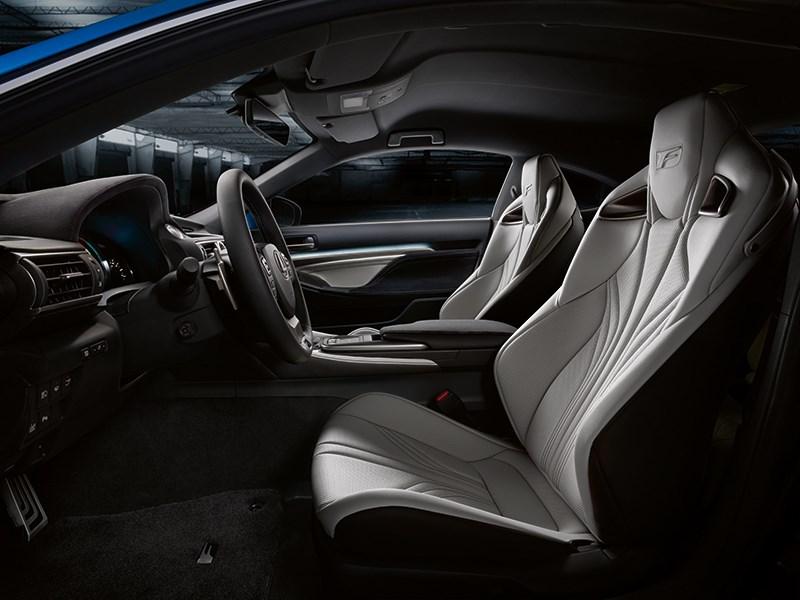 Lexus RC F 2014 передние кресла фото 2