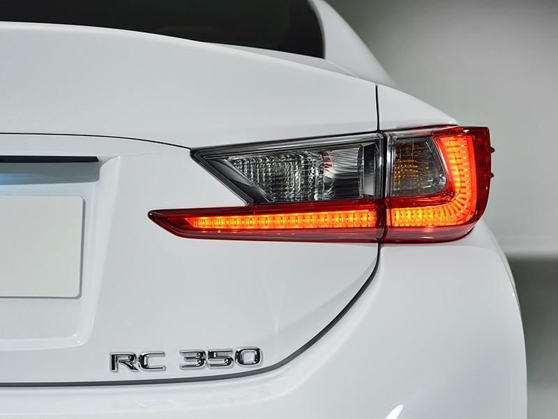 Lexus RC F Sport 2014 задний фонарь