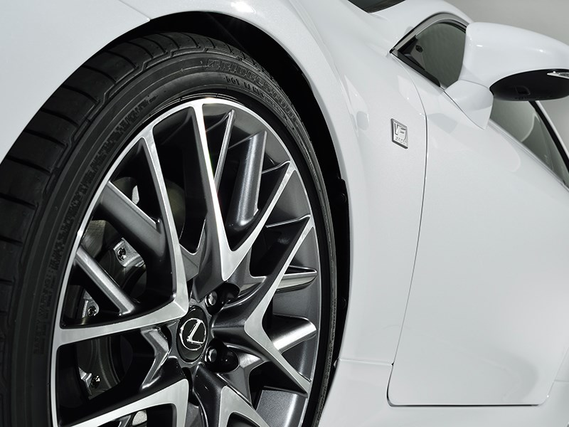 Lexus RC F Sport 2014 колесо