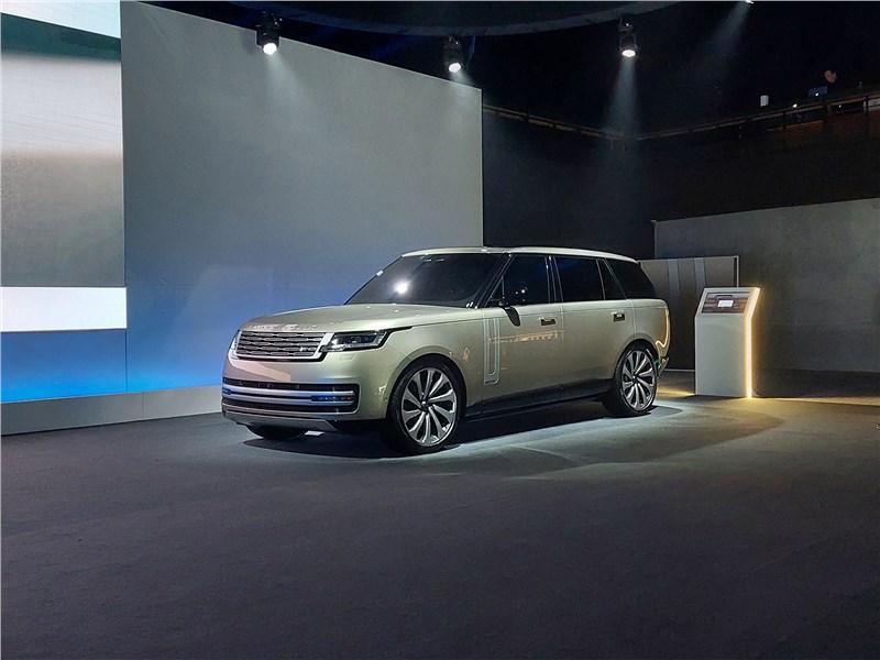 Если не мелочиться: в схватке за звание царя горы сошлись «технарь» BMW X7, брутальный Lexus LX и «аристократ» Range Rover Range Rover