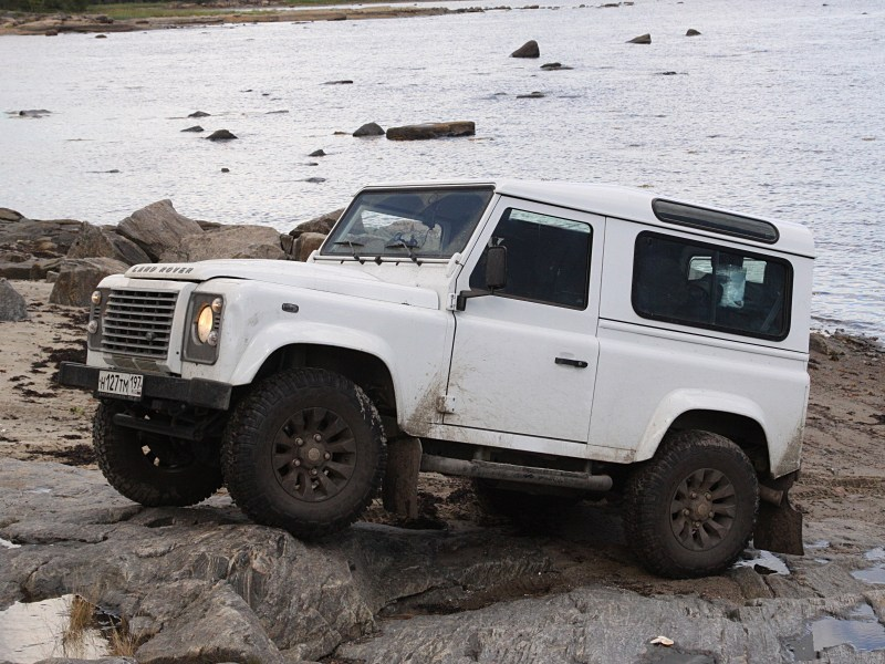 Land Rover Defender 2011 вид сбоку
