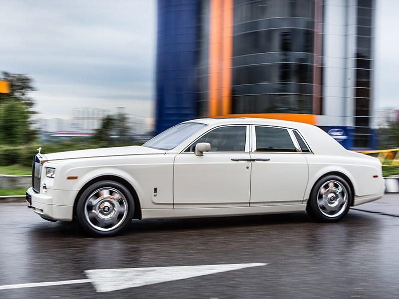Rolls-Royce Phantom EWB 2010 вид сбоку