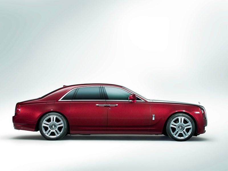 Rolls-Royce Ghost 2014 вид сбоку