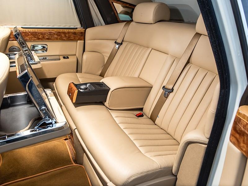 Rolls-Royce Phantom EWB 2010 задний диван