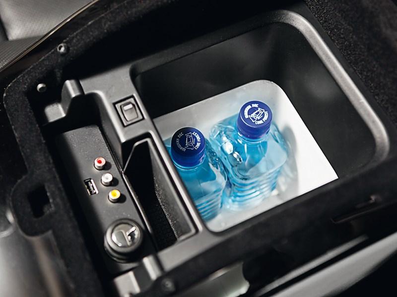 Land Rover Range Rover 2012 холодильник
