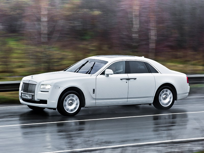 Rolls-Royce Ghost 2010 вид сбоку