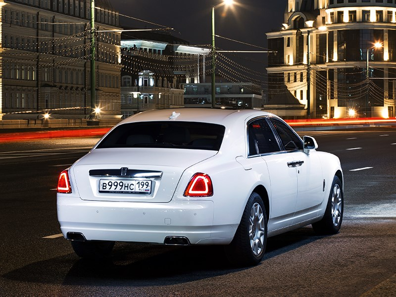 Rolls-Royce Ghost 2010 вид сзади