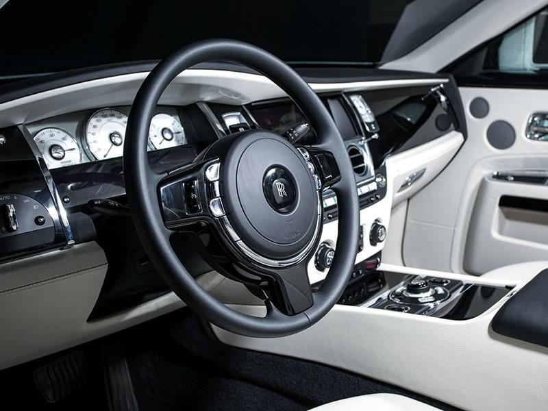 Rolls-Royce Ghost 2010 водительское место