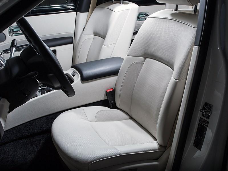 Rolls-Royce Ghost 2010 передние кресла
