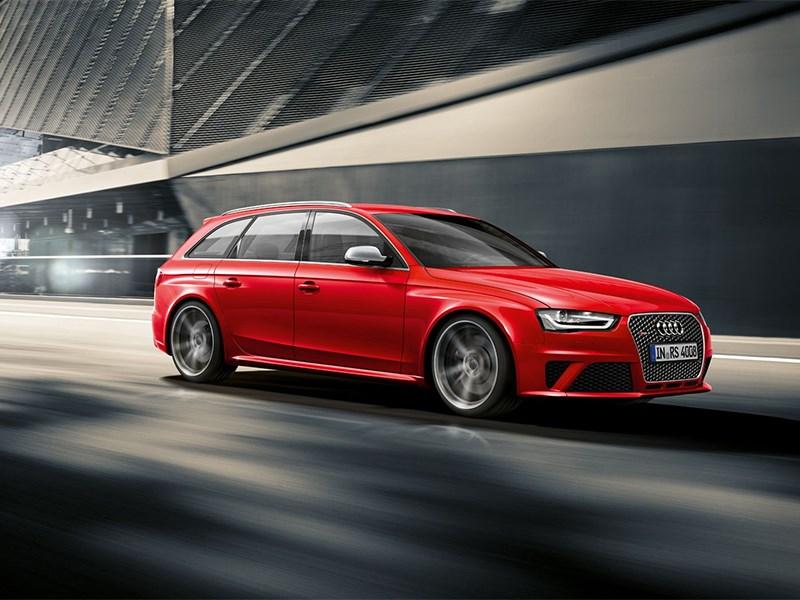 Audi RS4 Avant 2012 вид спереди