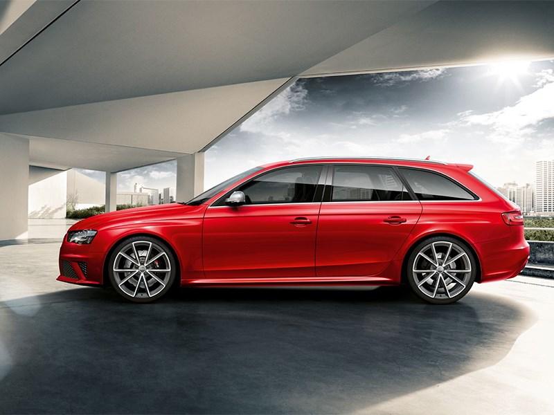 Audi RS4 Avant 2012 вид сбоку
