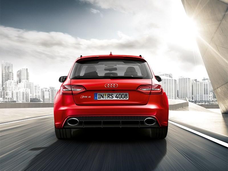 Audi RS4 Avant 2012 вид сзади