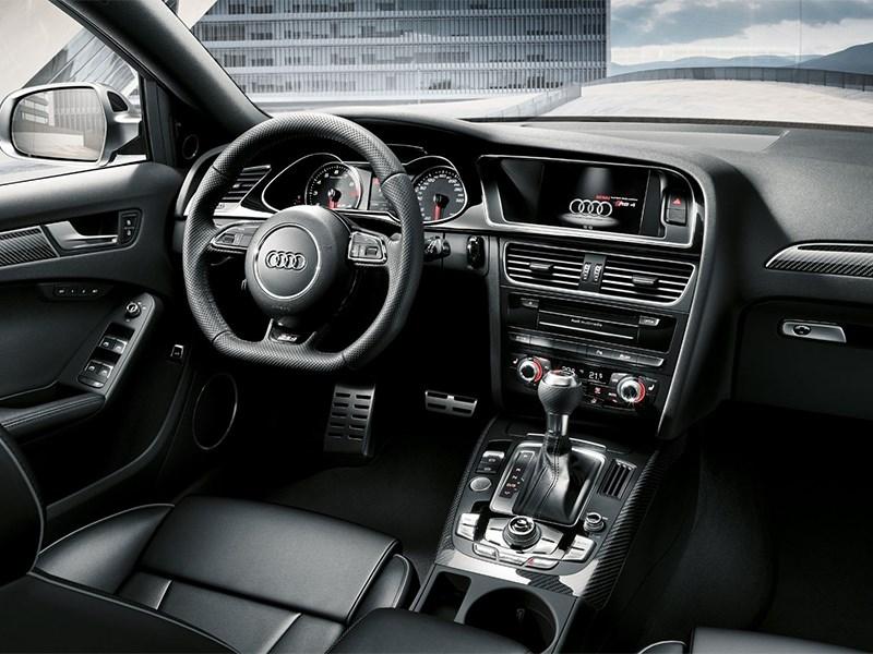 Audi RS4 Avant 2012 водительское место