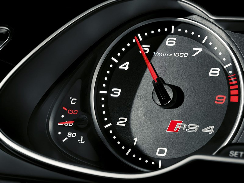 Audi RS4 Avant 2012 приборы