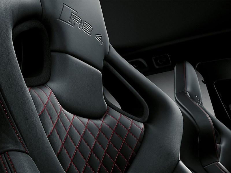 Audi RS4 Avant 2012 кресла