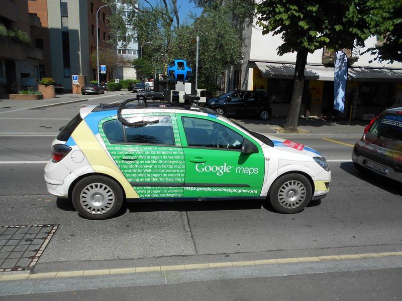 Google научит свои автономные автомобили «видеть» поворотники