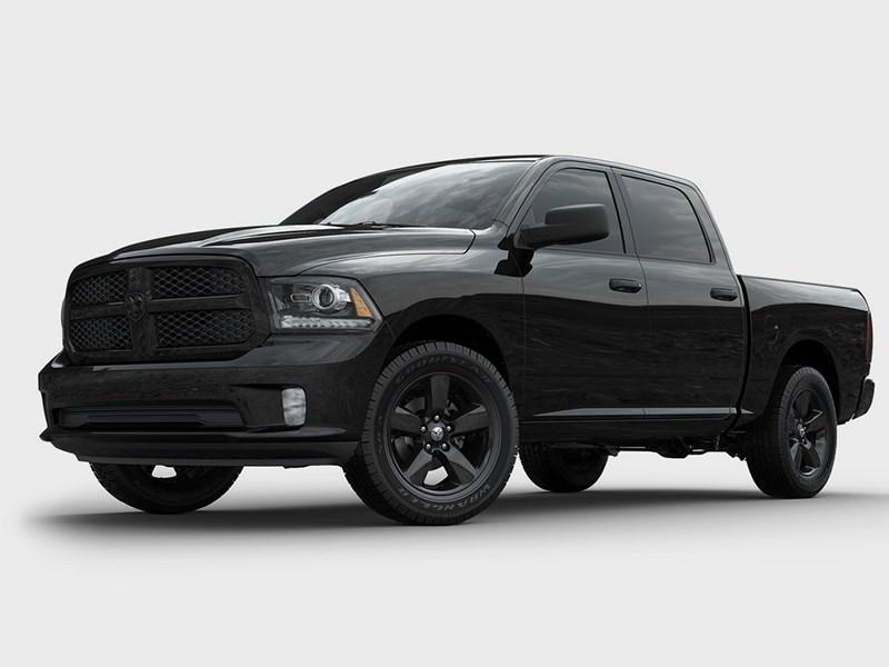 Новый Dodge Ram - Dodge Ram 1500 Black Express 2013 вид спереди 3/4