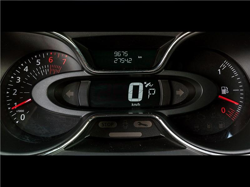 Renault Kaptur 2016 приборная панель
