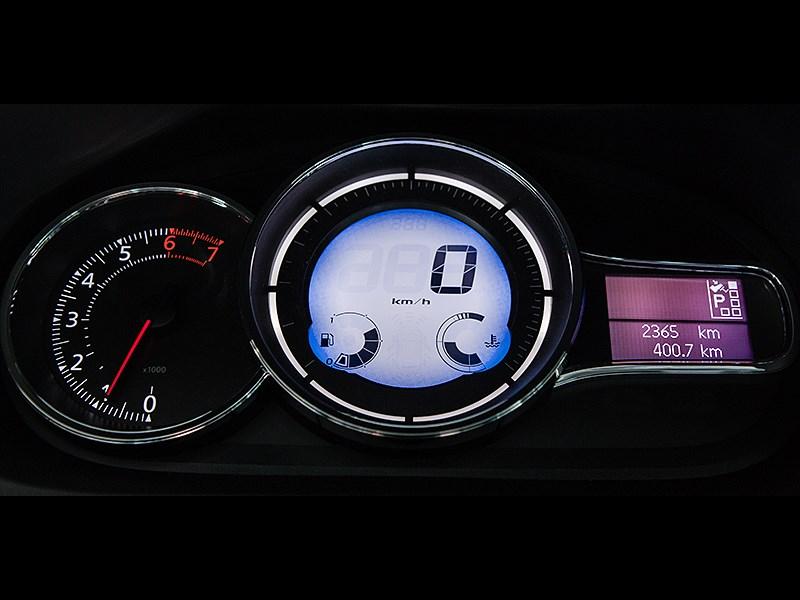 Renault Fluence 2013 приборная панель