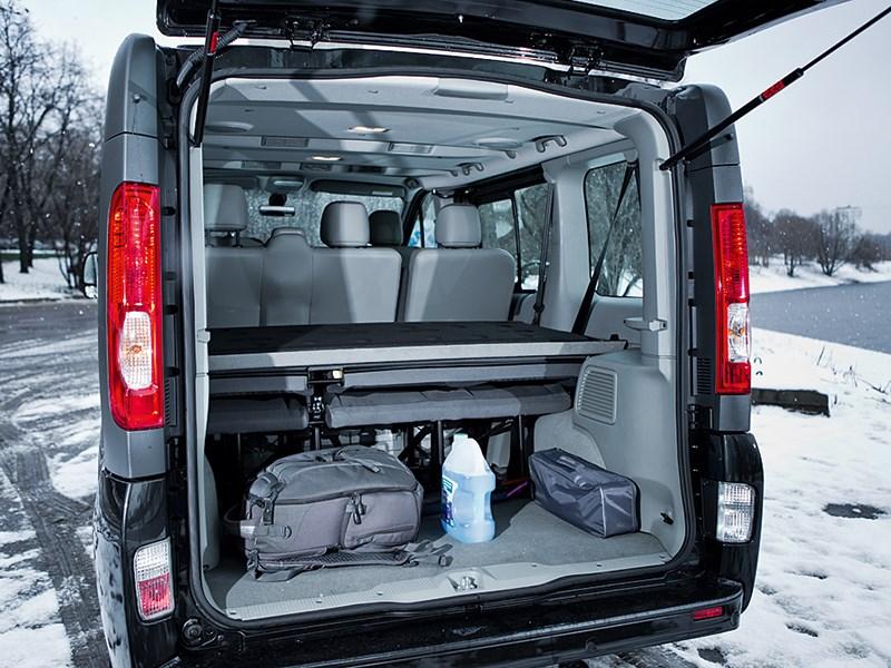 Renault Trafic 2013 багажное отделение