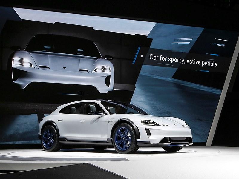 Электрический кроссовер Porsche: скоро в серию?