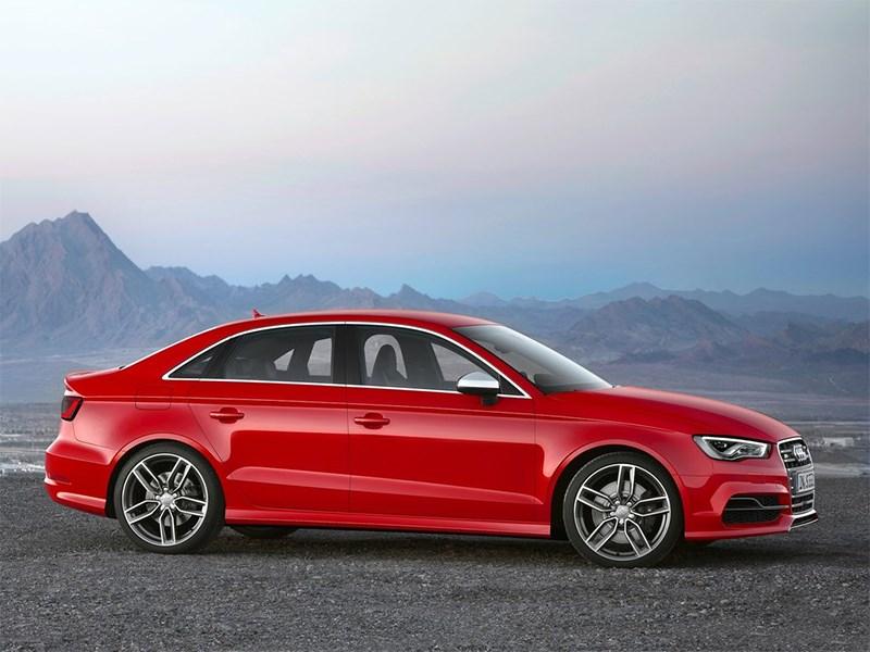 Audi S3 sedan 2013 вид сбоку