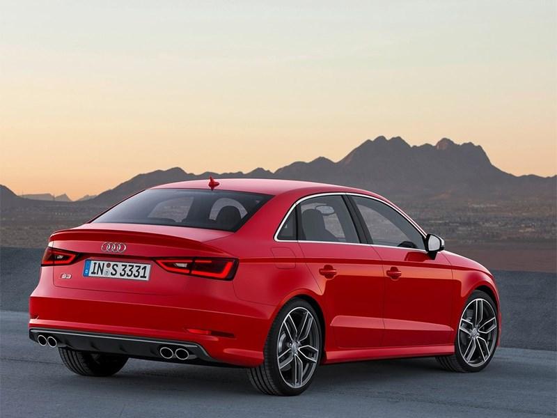 Audi S3 sedan 2013 вид сзади сбоку
