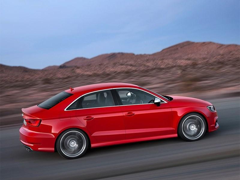 Audi S3 sedan 2013 вид сбоку фото 2
