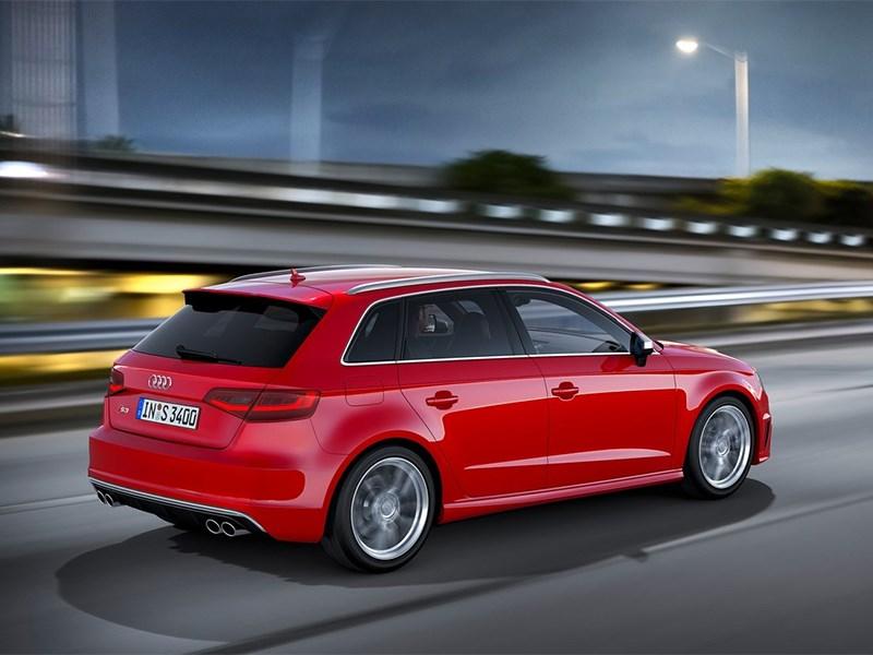 Audi S3 sportback 2013 вид сзади фото 2