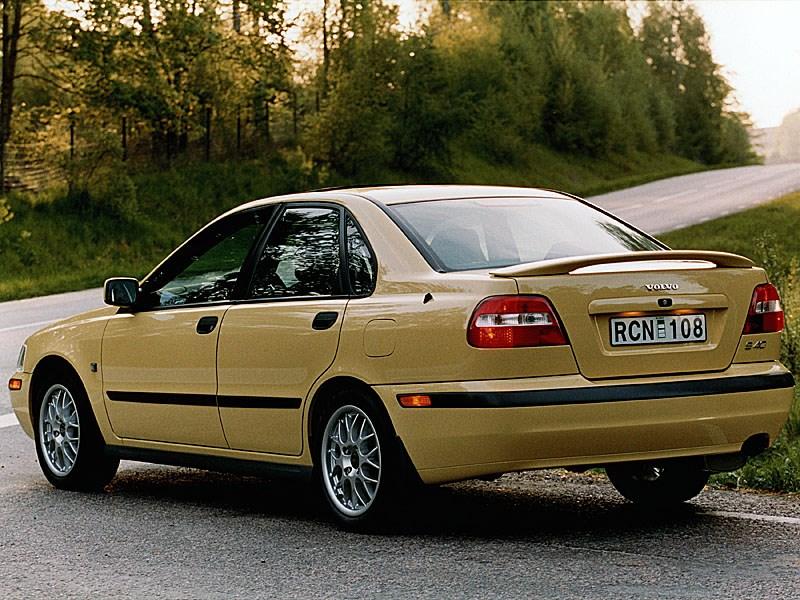 Volvo S40 2000 вид слева сзади в статике