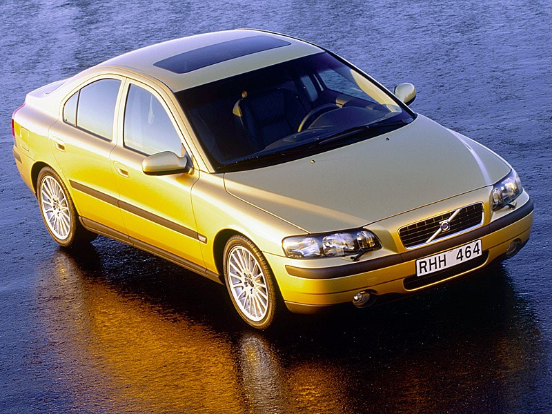 Volvo S60 2000 вид справа спереди фото 2